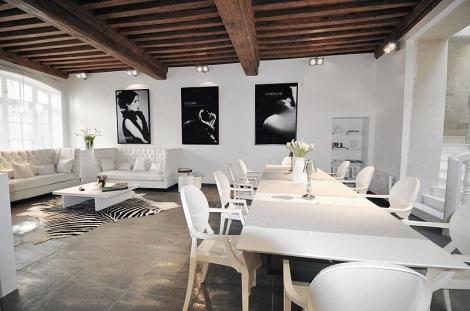 maison d h tes de prestige au c ur de beaune en bourgogne maisons de charme pour les vacances. Black Bedroom Furniture Sets. Home Design Ideas